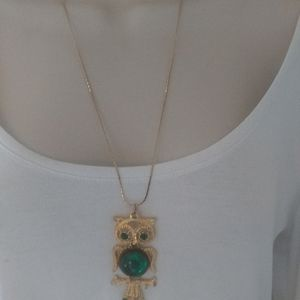 Vintage Jewelry - Vintage Gold Tone Green Owl Pendant Necklace